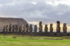Wschód słońca przy Ahu Tongariki w Wielkanocnej wyspie, Chile Obrazy Royalty Free