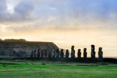 Wschód słońca przy Ahu Tongariki w Wielkanocnej wyspie, Chile Fotografia Stock