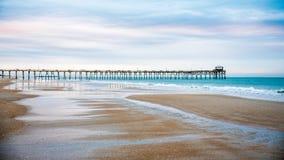 Wschód słońca przy Atlantyckim Plażowym molem na Szmaragdowej wyspie obrazy royalty free