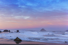 Wschód słońca przy Bandon plażą Zdjęcie Stock