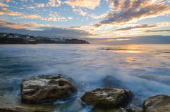 Wschód słońca przy Bronte plażą Zdjęcia Stock