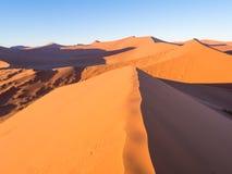 Wschód słońca przy diuną 45 w Namib pustyni, Namibia Zdjęcia Royalty Free