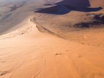 Wschód słońca przy diuną 45 w Namib pustyni, Namibia Fotografia Royalty Free