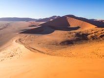Wschód słońca przy diuną 45 w Namib pustyni, Namibia Zdjęcie Royalty Free