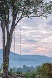 Wschód słońca przy drzewo huśtawką Mari Pai w Pai, Tajlandia Fotografia Stock