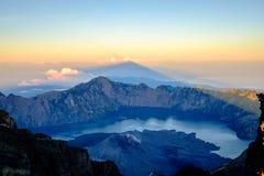 Wschód słońca przy górą Rinjani, Lombok, Indonezja zdjęcie stock