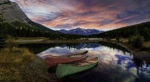 Wschód słońca przy Kaskadowymi stawami fotografia stock