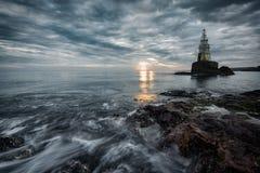 Wschód słońca przy latarnią morską w Ahtopol, Bułgaria Obrazy Stock