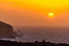 Wschód słońca przy morzem w Atlantyckim oceanie na wyspie madera Zdjęcia Stock