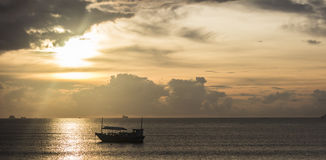 Wschód słońca przy morzem w Azja zdjęcie royalty free
