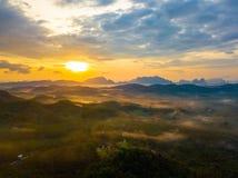 Wschód słońca przy Phu Ta Tun punkt widzenia Phang nga prowincją obrazy royalty free