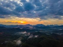Wschód słońca przy Phu Ta Tun punkt widzenia Phang nga prowincją fotografia royalty free