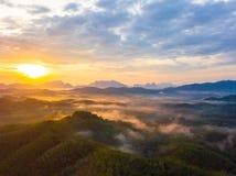 Wschód słońca przy Phu Ta Tun punkt widzenia Phang nga prowincją zdjęcia stock