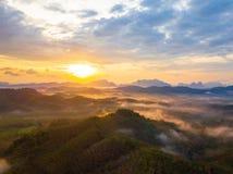 Wschód słońca przy Phu Ta Tun punkt widzenia Phang nga prowincją zdjęcie royalty free