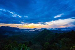 Wschód słońca przy Phu Ta Tun punkt widzenia Phang nga prowincją fotografia stock