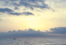 Wschód słońca przy plażą fotografia stock