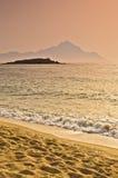 Wschód słońca przy plażowym pobliskim świętym halnym Athos, Chalkidiki fotografia royalty free