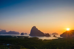 Wschód słońca przy przy Samet Nangshe, Phangnga widoku nowy punkt Obrazy Stock