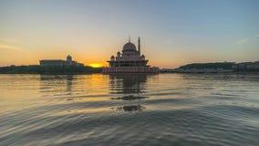 Wschód słońca Przy Putra meczetem, Putrajaya Malezja zbiory wideo