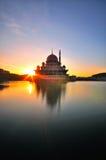 Wschód słońca przy Putra /Mosque Putrajaya Fotografia Stock