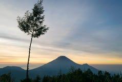 Wschód słońca przy Sikunir Dieng fotografia stock