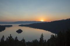 Wschód słońca przy szmaragd zatoką, Jeziorny Tahoe, Kalifornia zdjęcie stock