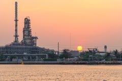 Wschód słońca przy Tajlandia rafinerią Zdjęcia Royalty Free