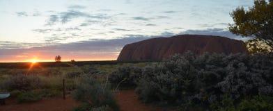 Wschód słońca przy Uluru Ayers skałą Australia zdjęcie royalty free