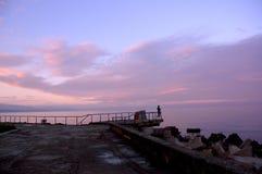wschód słońca przyglądająca kobieta Zdjęcia Stock