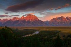 Wschód słońca Tetons wierza nad wąż rzeką Fotografia Royalty Free