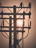 Wschód słońca up w ranku niebie z Elektrycznej władzy słupami Fotografia Royalty Free