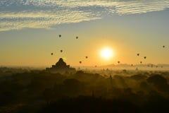 Wschód słońca w Bagan, przy Shwesandaw pagodą Obrazy Royalty Free