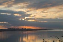 Wschód słońca w Baku słońce linia horyzontu bulwar Fotografia Royalty Free