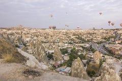Wschód słońca w cappadocia z lotniczymi baloons Obrazy Stock