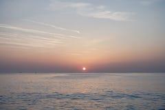 Wschód słońca w czarnym morzu z pięknym niebem Obraz Stock