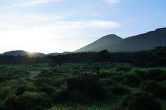 Wschód słońca w ebino kogen średniogórzach, Kyushu, Japonia fotografia stock