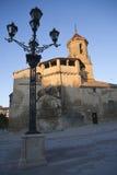 Wschód słońca w kwadracie na Maju 1 z strona przodem i źródłem kościół San, Pablo i lamppost, Ubeda Zdjęcia Royalty Free