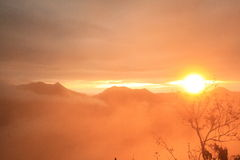 Wschód słońca w mgle Fotografia Royalty Free