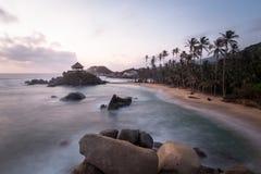 Wschód słońca w plaży w Kolumbia, Caribe fotografia stock