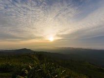 Wschód słońca w ranku na górze, piękny krajobraz Zdjęcia Stock