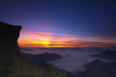 Wschód słońca w ranku przy Phu Chi Fa Obraz Stock