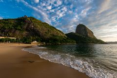 Wschód słońca w Rio De Janeiro z Sugarloaf górą obrazy stock