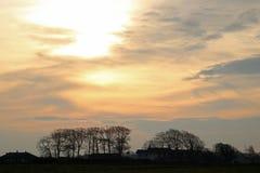 Wschód słońca w wsi na chmurnym jesień dniu fotografia royalty free