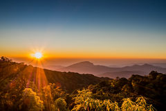 Wschód słońca z jasnym niebem zdjęcia stock