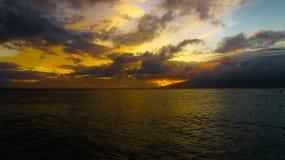 Wschód słońca z paddle internem na dobrze zdjęcia stock