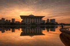 Wschód słońca za stalowym meczetem Zdjęcia Royalty Free