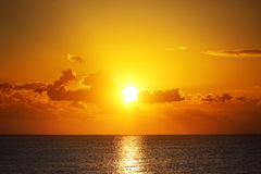 Wschód słońca nad morzem Zdjęcia Royalty Free