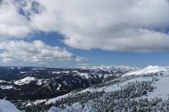 Wschodów Kaskadowi Halni pogórza od misi grani narty zdjęcie stock