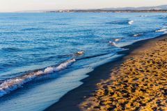 Wschodów słońca kolory nad seascape fotografia stock