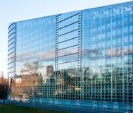 Wschodnia fasada parlamentu europejskiego Plenarny pokój w Strasbou Obrazy Stock